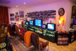 kong pac arcade machines and 20 tv screens in