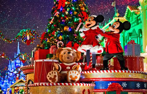when do christmas decorations go up in walt disney world