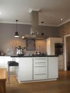 Boden Und Wandgestaltung In Weis Modern Haus Stilvolle K 252 Che Grau Wandfarbe Zu Wei 223 Er K 252 Che Kolorat