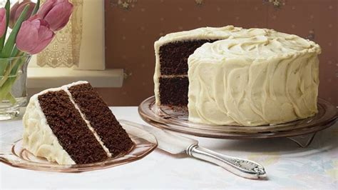 easy bake games secrets to decorating layer cakes how to frost a layer cake bettycrocker com