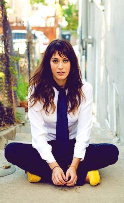 lizzy caplan short bangs the very short bangs and planets on pinterest
