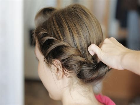 tutorial menata rambut pendek ke pesta cara menata rambut untuk pesta tips menata rambut ke pesta