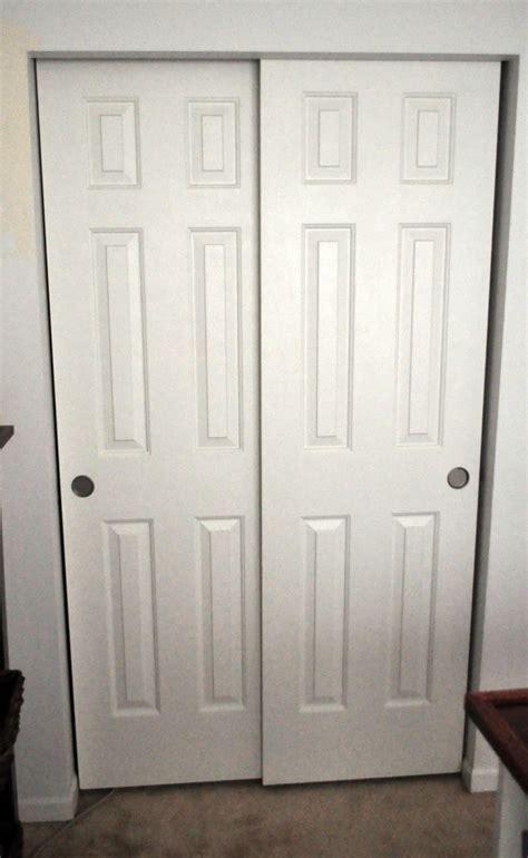 Double Closet Doors : Simple Bedroom with Double Shutter