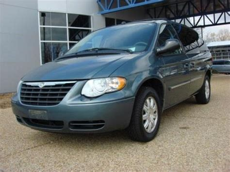 Chrysler Town And Country Specs by 2005 Chrysler Town Country Touring Data Info And Specs