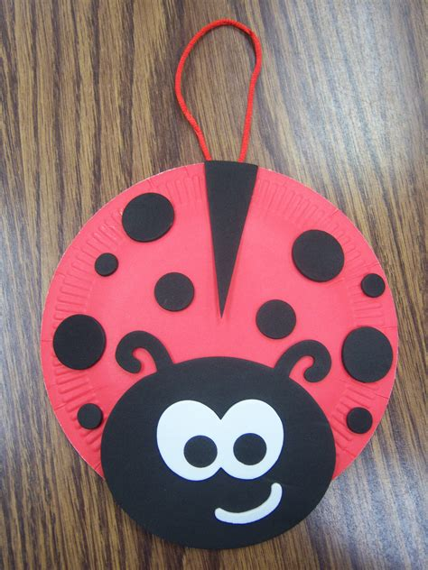 Ladybug Paper Plate Craft - bugs storytime