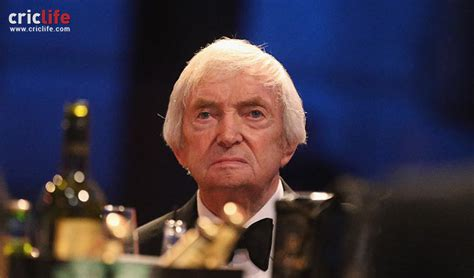 Whats Wrong With Richie by When Richie Benaud Got His Geometry Wrong Cricket Country