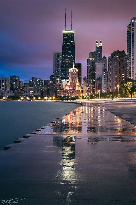 lakefront path oak street beach evening view chicago