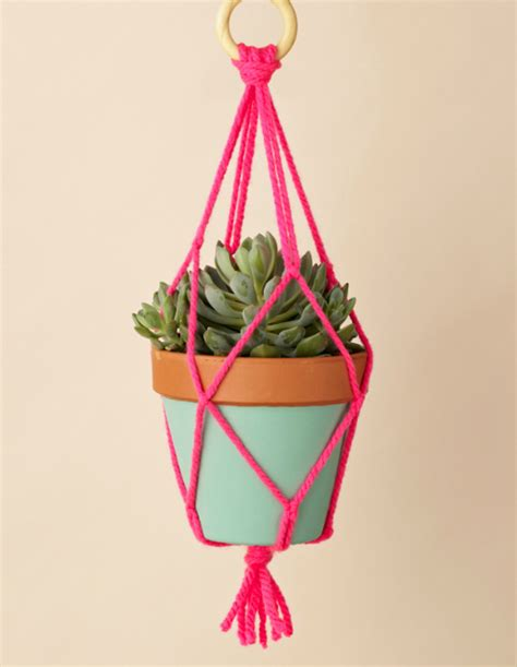 Macrame Plant Holder Tutorial - handmade gift ideas macrame pot hangers