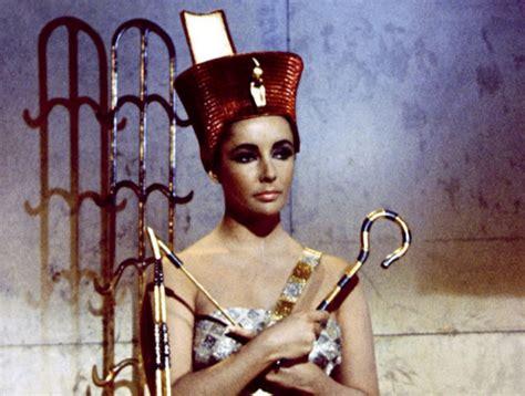 biografia de cleopatra reina de egipto sus amores historia cleopatra no pudo morir por la mordedura de una cobra