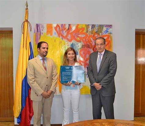 Mba Iowa Graduate With Honors by Eude Business School Entrega 3 Becas Honor 237 Ficas 100
