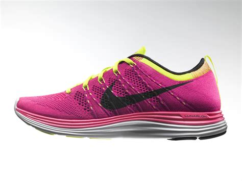 nike knit fit shoes second skin fit and ultra soft lunarlon combine in nike
