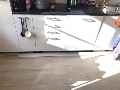 laminaat bolt op laminaat fixeren naden optisch weg afsluitplank keuken
