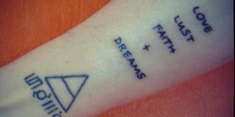 30 seconds to mars tattoos thirty seconds to mars asks fans to get song lyric tattoos