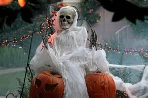 90 Cool Outdoor Halloween Decorating Ideas Pics Photos 90 Cool Outdoor Halloween Decorating Ideas