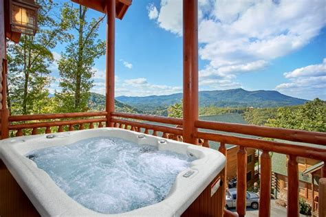 Gatlinburg Tn Cabins With Pools by Cabin Rental With Pool Near Gatlinburg The Preserve