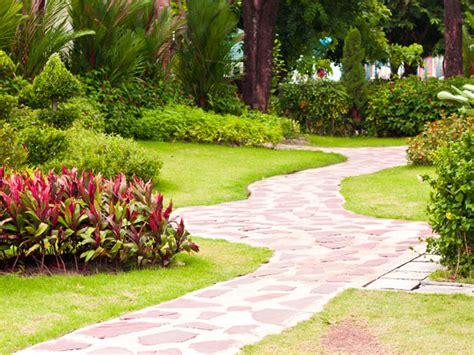 Graden Pictures 5 Great Garden Path Ideas Boldsky