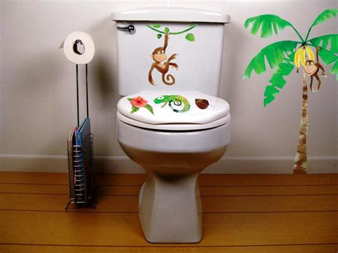using outhouse bathroom decor to enhance the visual appeal