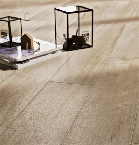 pavimenti in ceramica effetto legno prezzi piastrelle effetto legno e parquet ragno