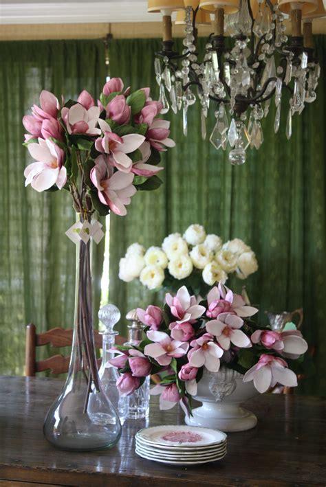 floreros y flores artificiales magnolios artificiales arreglos y macetas pinterest