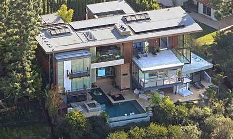 ashton kutcher and mila kunis house mila kunis and ashton kutcher buy a 10 million house in