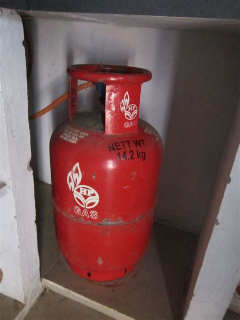kitchen gas file kitchen lpg cooking gas cylinder jpg wikimedia commons