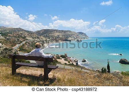 banco mar mirar hombre banco mar sentado sentado banco mirar