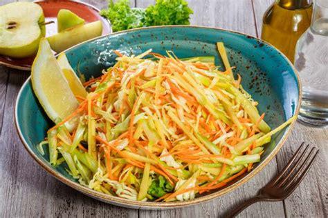 recetas de cocina con col receta de ensalada de col y manzanas rica en fibra y vitaminas