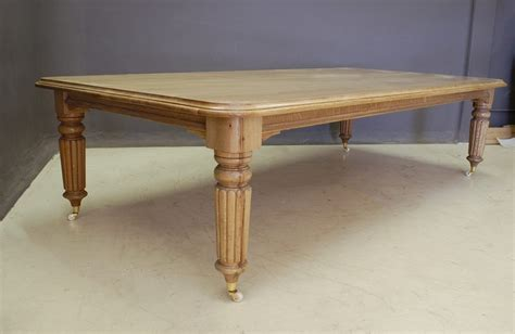 rs  scrjpg  dining table
