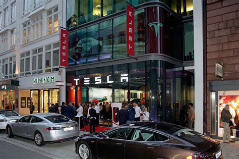 Tesla Motors Store Tesla Opens Store In Hamburg Germany