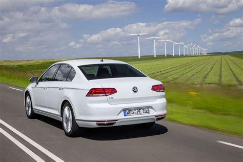 white volkswagen passat 2016 first drive review volkswagen passat gte 2016