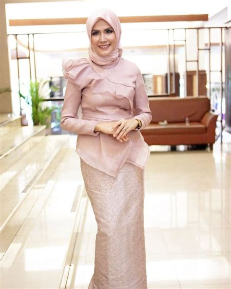 Atasan Brokat Lilit Skirt 25 best ideas about kebaya muslim on dress