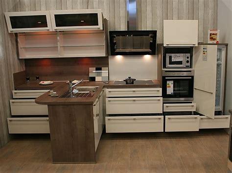 allmilmö küchen preise moderne fliesen f 252 r bad im dachgeschoss