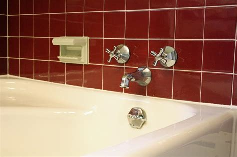 caulk bathtub learn how to re caulk your bathroom how tos diy
