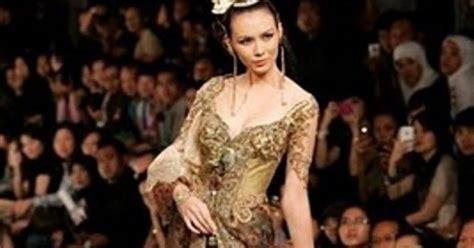 gaun pengantin trial2 toko baju batik online belanja batik online baju pengantin kebaya modern contoh desain model kebaya