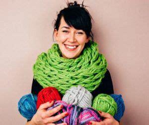 arm knitting scarf step by step 25 unique arm knit scarf ideas on arm