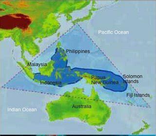 Tshirt Kaos Map Of World green helmi himawan