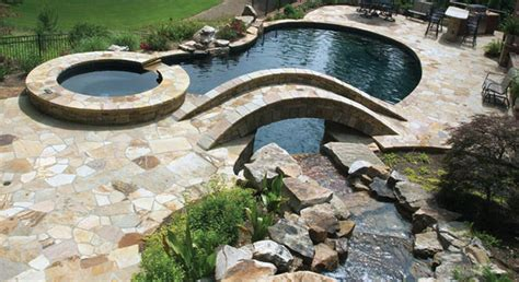 Choosing the Best Pool Design, Landscaping & Lighting for