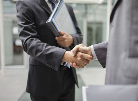 7 tips on proper handshake etiquette