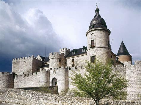 Castle L by