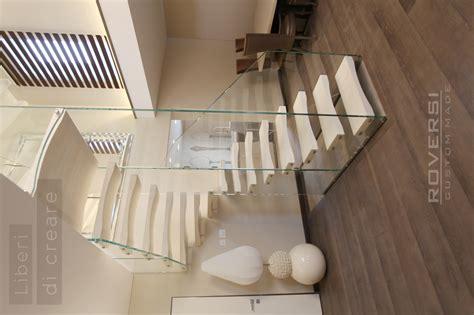 scale interne in vetro scala in vetro co n gradini in legno sospesi