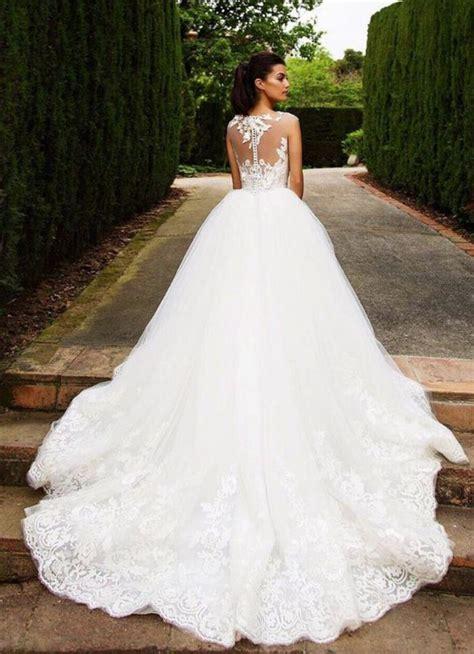 Hochzeitskleid Mit Schleppe by M 228 Rchenhaftes Brautkleid Mit Langer Schleppe Und Spitzen