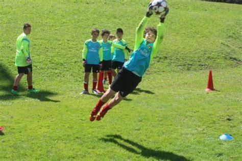 allenamento portiere calcio allenamento dei portieri di calcio milan junior c