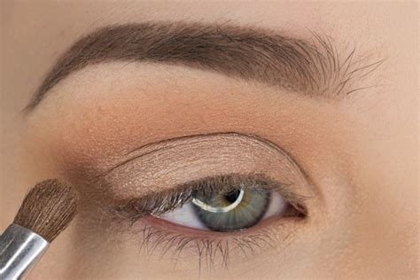 light to eyeshadow simple and pretty eyeshadow tutorial sultry suburbia