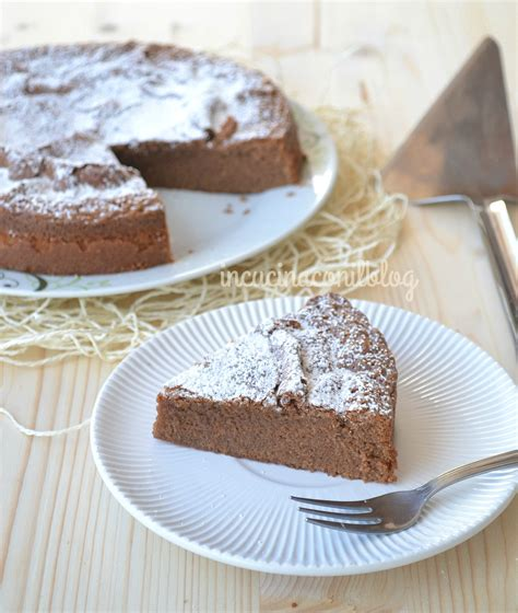 cucina con torta al cioccolato torta al cioccolato in cucina con il