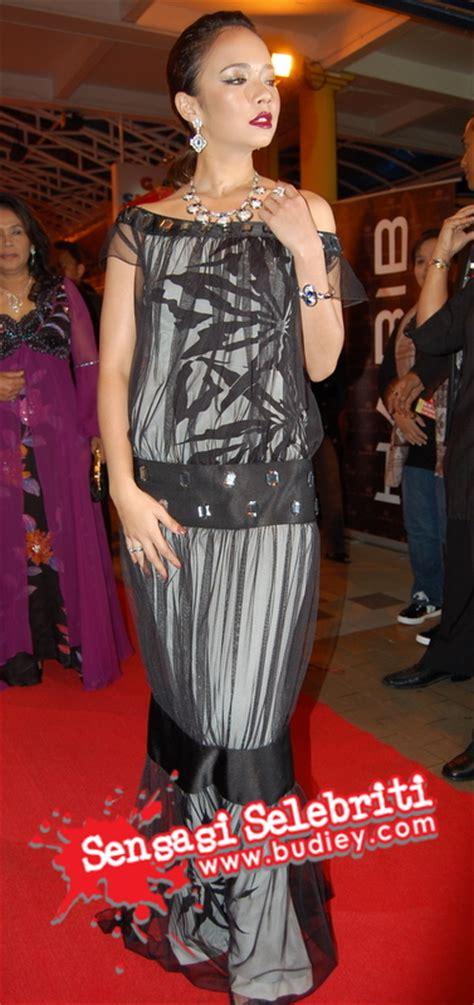 Baju Muslim Rosma gambar selebriti di karpet merah abp 2007 sensasi