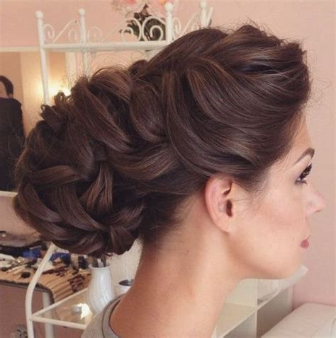 Wedding Hairstyles For Medium Thick Hair by 40 Chic Wedding Hair Updos For Brides