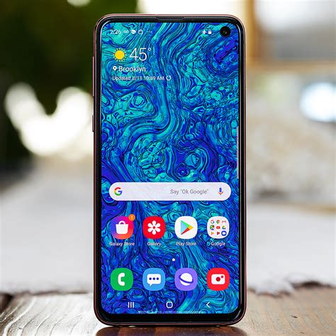 samsung galaxy s10e review not shortchanged the verge