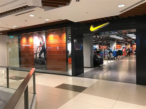 shopping  running shoes   place  singapore