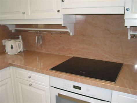 küche schwarze arbeitsplatte schlafzimmer gestalten wei 223