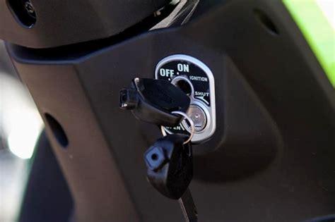 Kunci Kontak Revo Fit perbedaan tiga varian honda new revo fi gilamotor